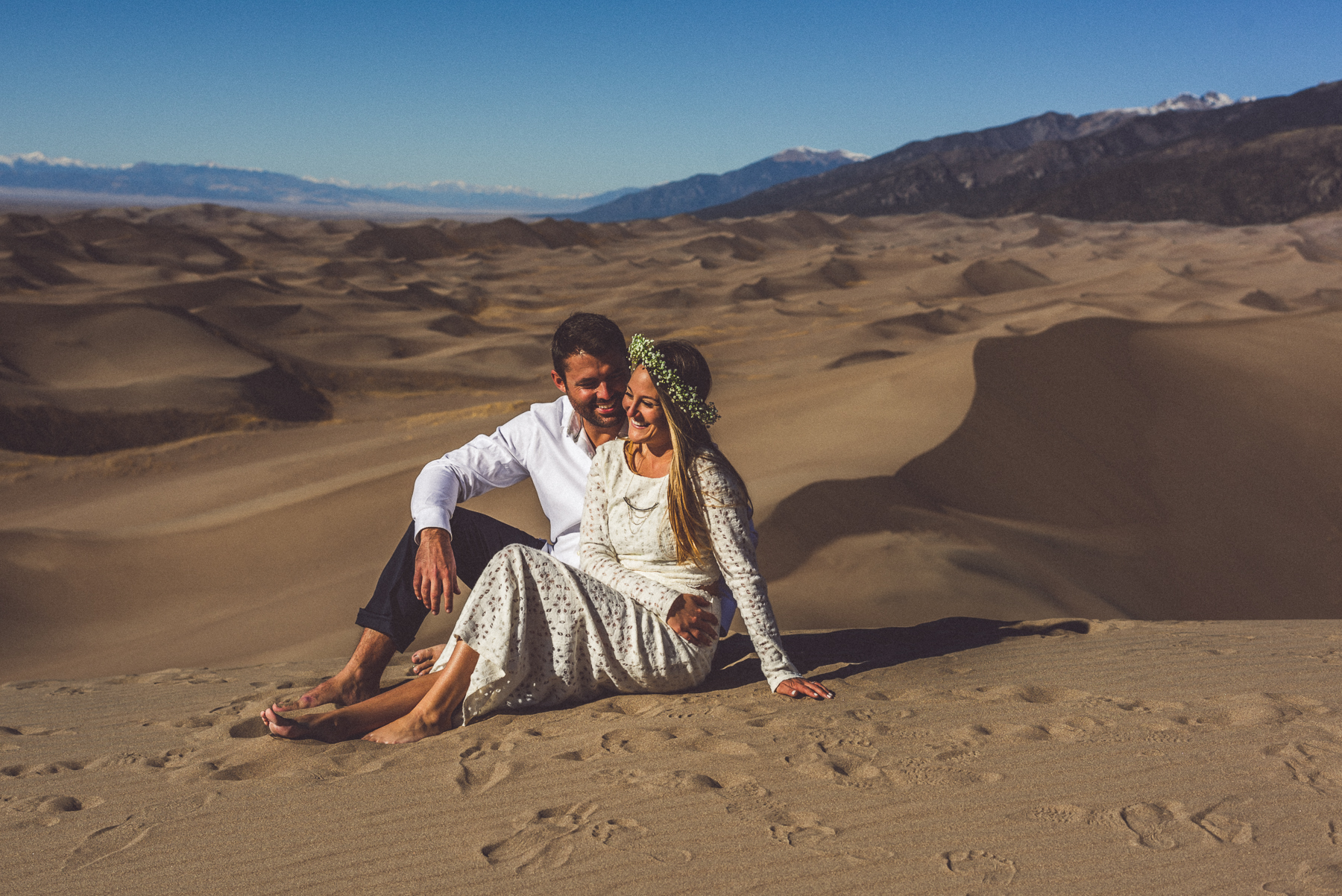engagement photos at sand dunes