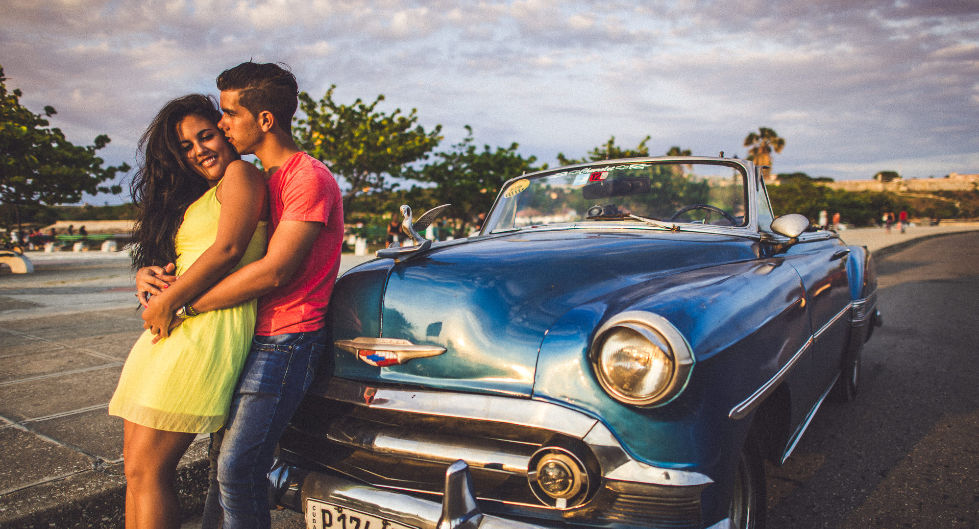 engagement session in Cuba